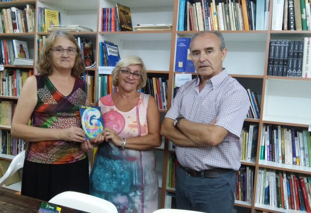 """Pincelada de vida""  ya esta en la Biblioteca Popular Alberdi"
