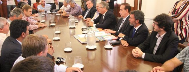 El Senador Michlig participó del acto de entrega de aportes gubernamentales para 8 Comunas del Dpto. San Cristóbal