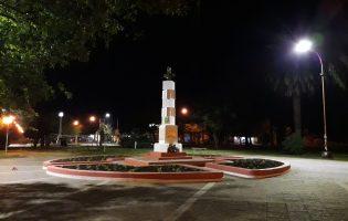 Nuevas luces y pintura en canteros en Plaza San Martin
