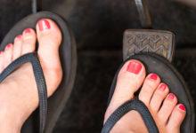 CUIDADO:manejar con ojotas o sandalias tiene severas multas