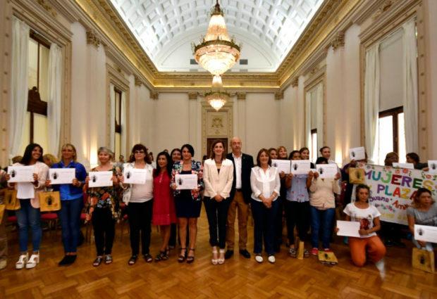 La provincia distinguió la labor de la gerente de la Cooperativa de Servicios Públicos, en el Día de la Mujer